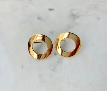 Curved circle earrings
