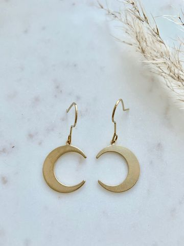 Sharp moon earrings