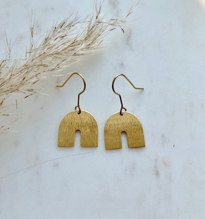 Grounded earrings